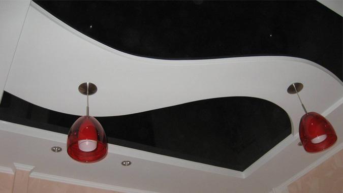 Двухуровневые чёрно-белые натяжные потолки