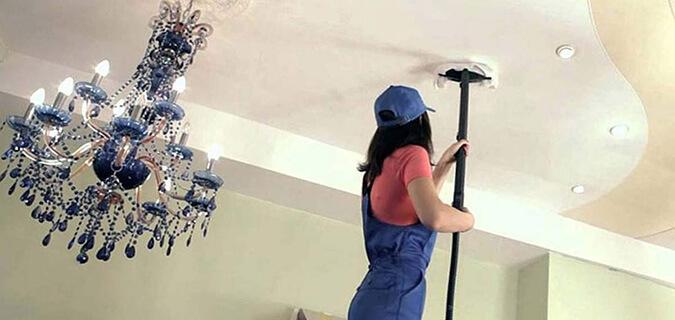 Чистим потолок с помощью пылесоса
