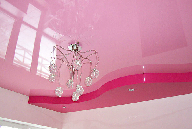 Розовый натяжной потолок из ПВХ