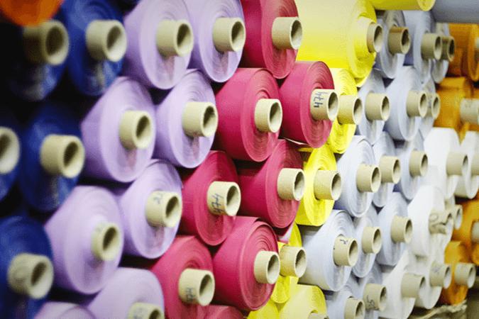 Цветные тканевые полотна
