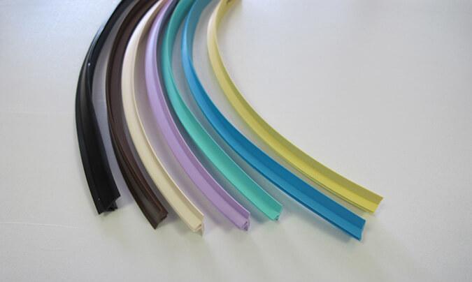 Цветовое решения потолочных плинитусов