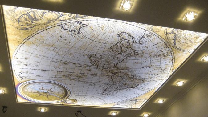 Карта на светопрозрачном потолотне