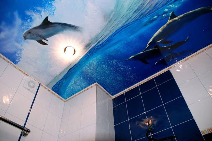 Натяжной потолок в ванной с фотопечатью