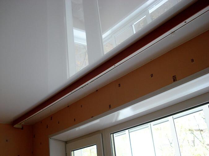 Потолочный карниз с натяжным потолком