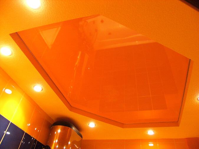 Оранжевая плёнка ПВХ на потолке