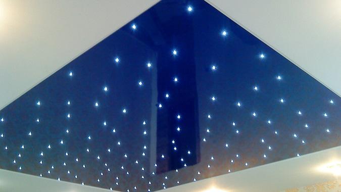 Звёздное небо с помощью светодиодных светильников