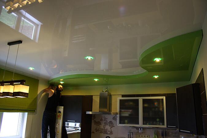 Уход за двухуровневыми потолками