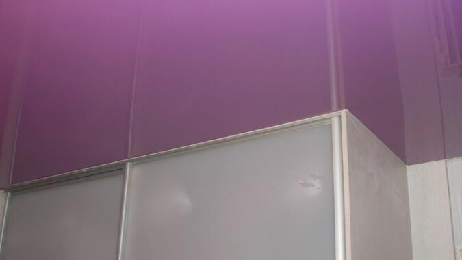 Вариант реализации натяжного потолка со шкафом купе