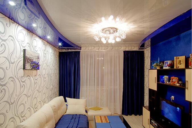 Двухуровневый бело-синий натяжной потлок