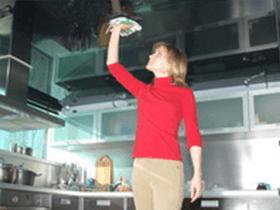 Чем мыть натяжной потолок на кухне: как отмыть от копоти, чем отмыть копоть, как очистить