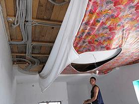 Монтаж электропроводки под натяжным потолком