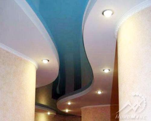 Голубой двухуровневый потолок