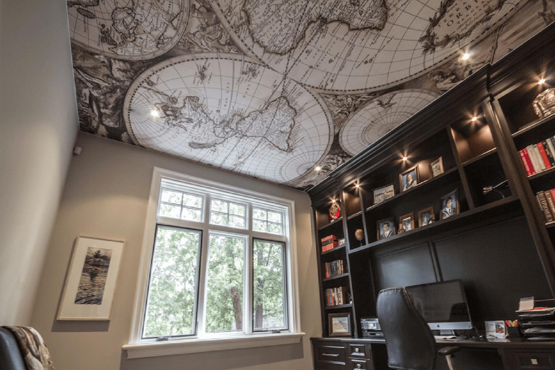 Фотопечать карта на потолке в кабинете