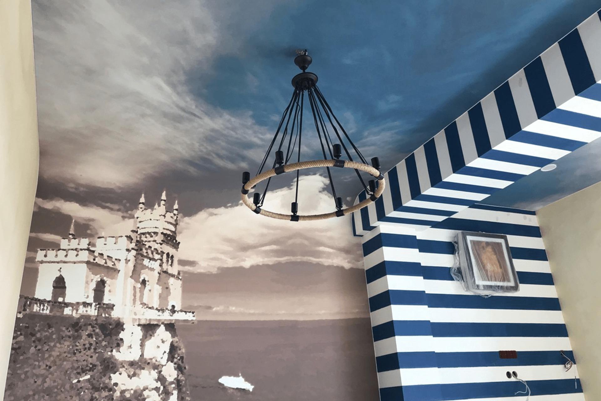 Натяжная стена и натяжной потолок с единой фотопечатью Ласточкино гнездо