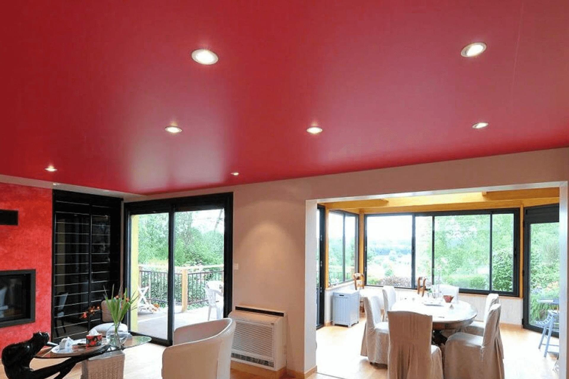Красный матовый натяжной потолок в доме