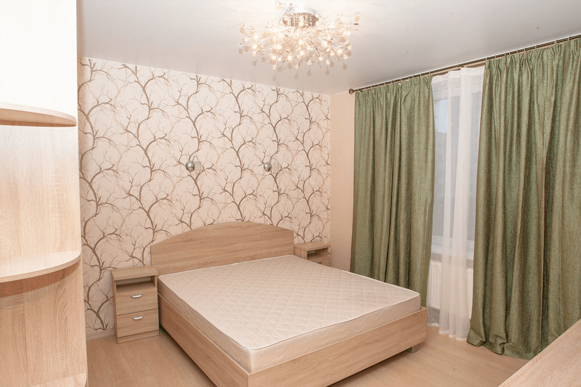 Матовый натяжной потолок в спальне