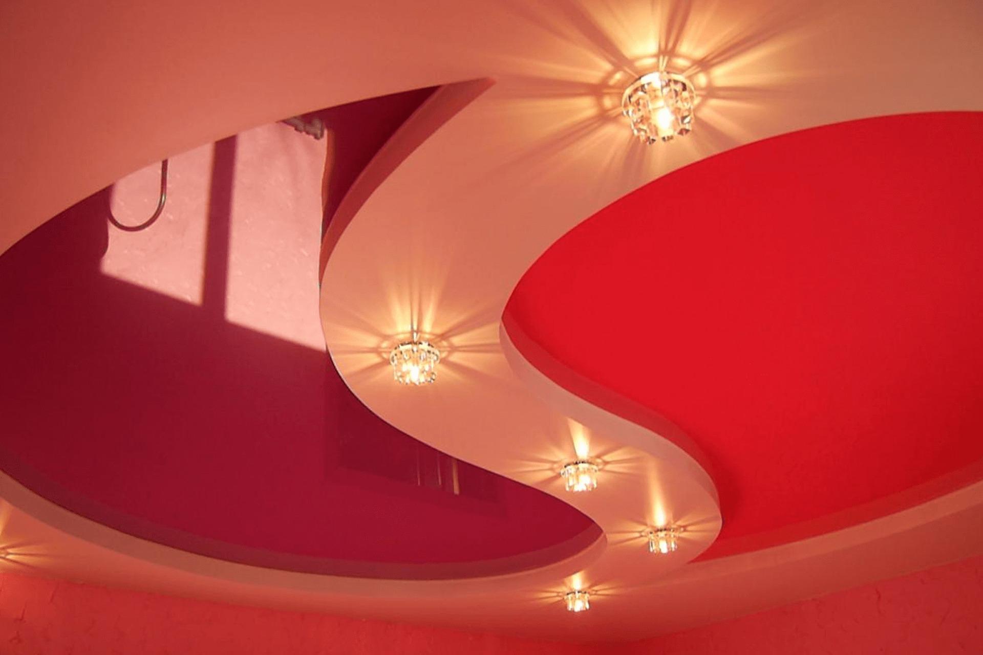Многоуровневый натяжной потолок Инь-Янь в квартире