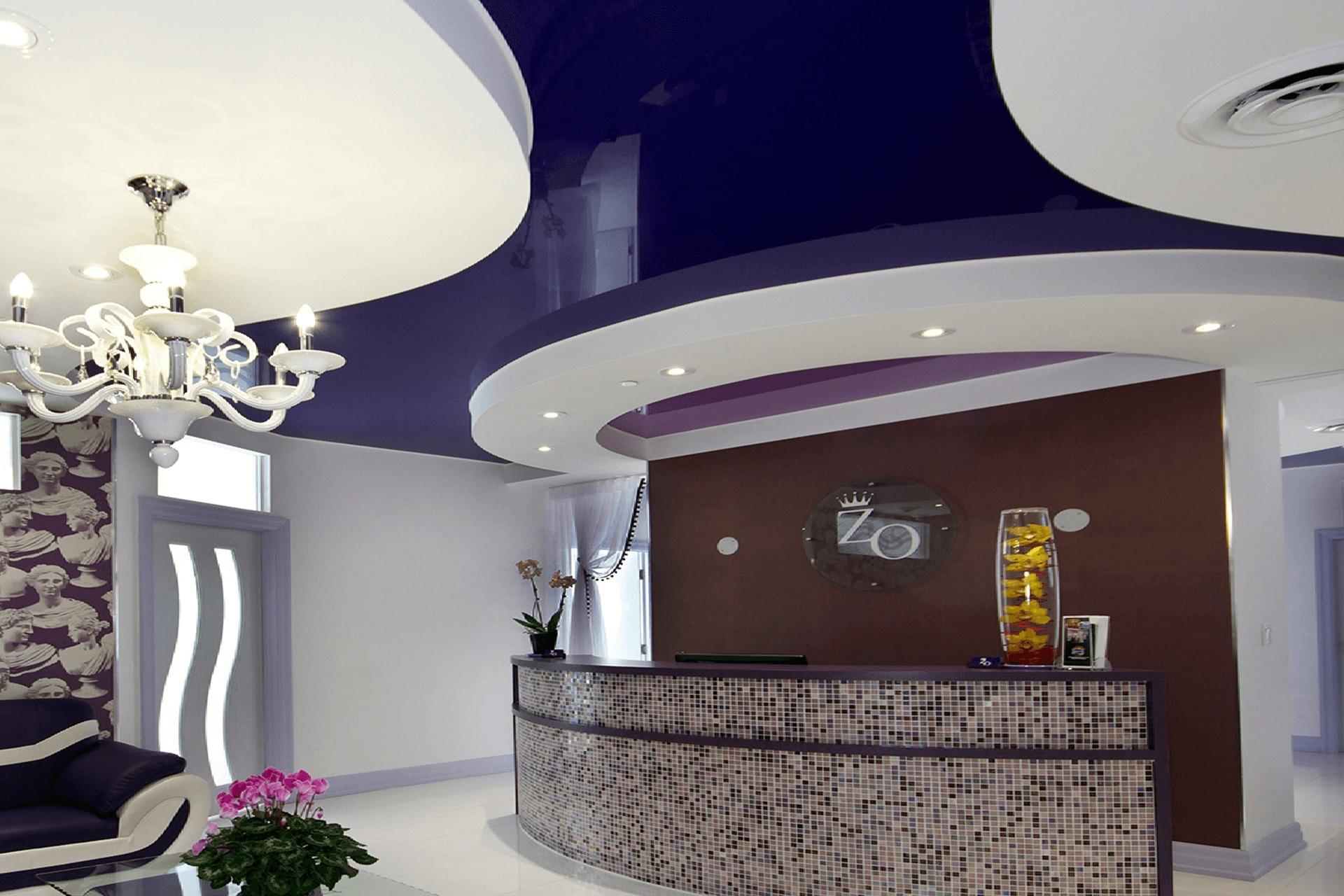 Многоуровневый натяжной потолок в офисе