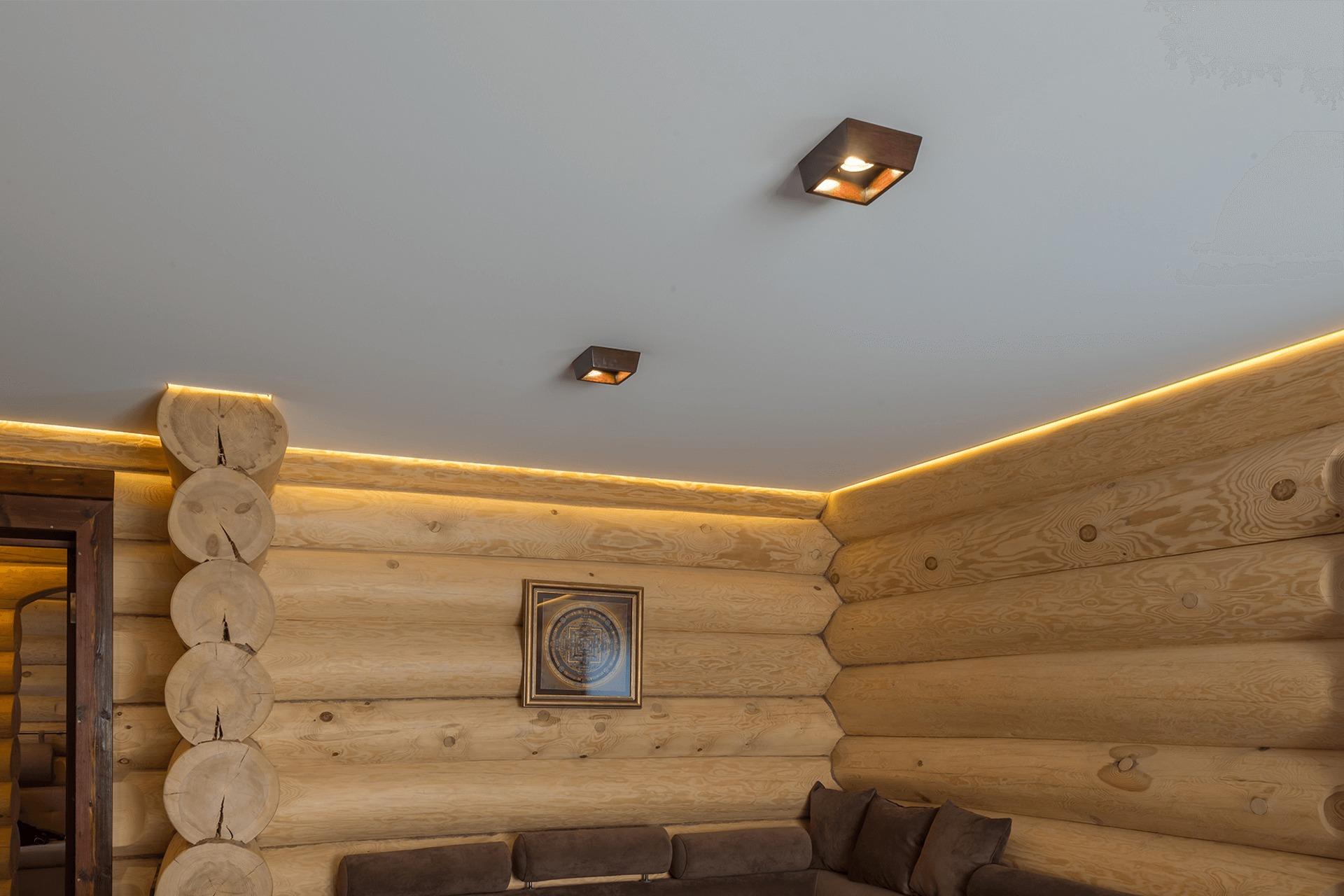 Тканевый натяжной потолок в деревянном доме