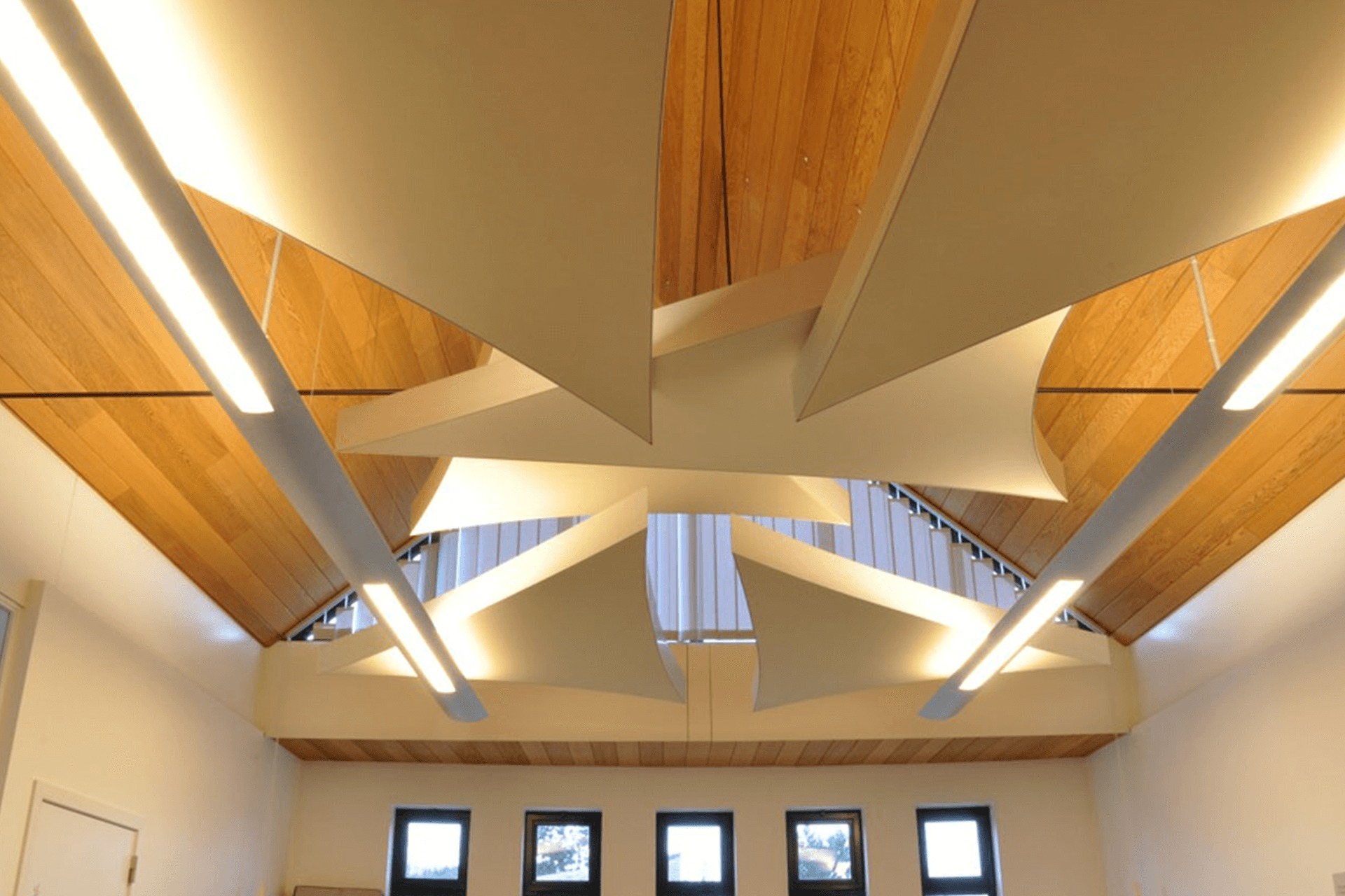 Тканевый натяжной потолок в коттедже - многоуровневые конструкции