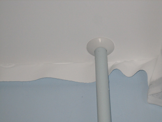Декоративная накладка на потолке