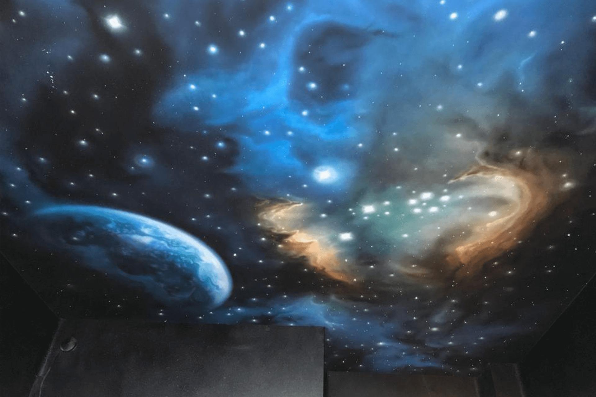 Натяжной потолок звёздное небо в комнате