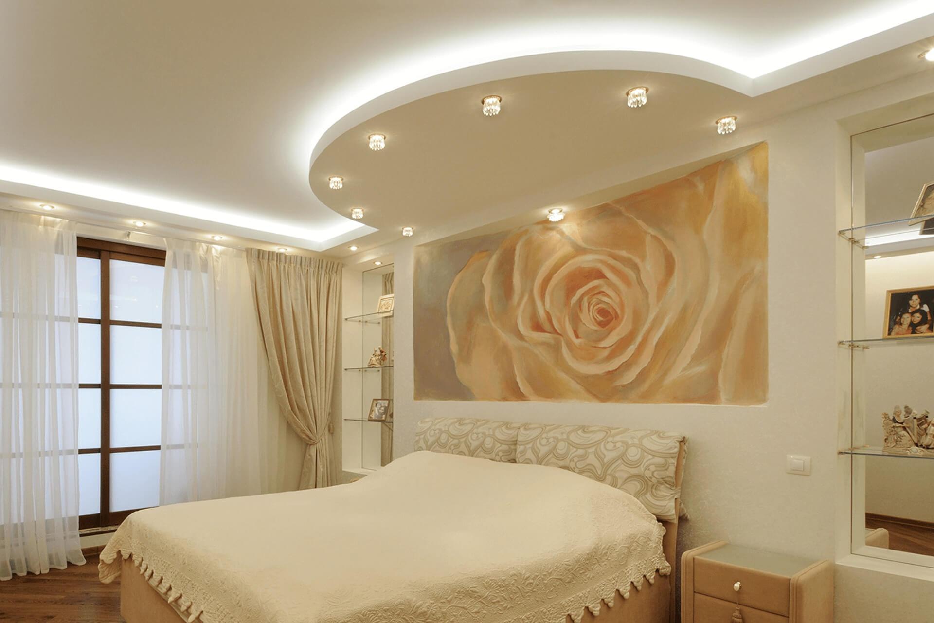 Двухуровневый натяжной потолок в спальне с подсветкой