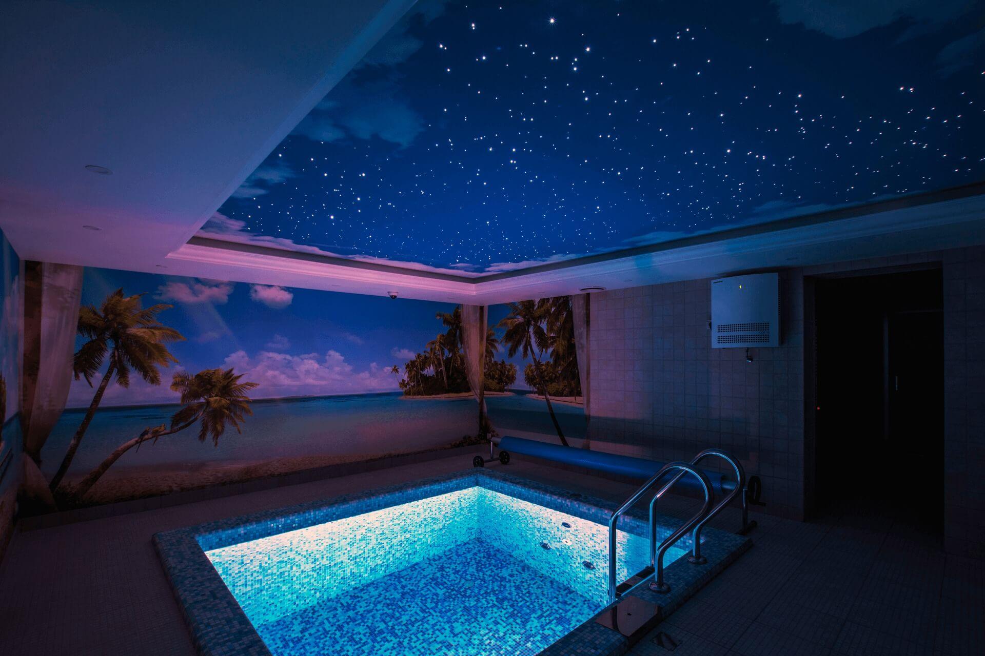 звёздное небо в бассейне