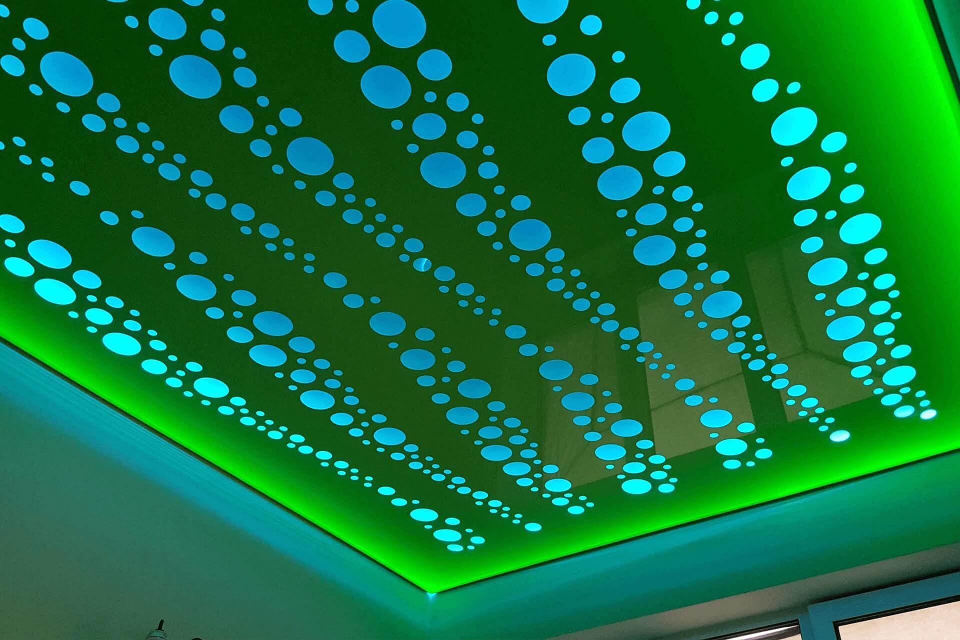 Зелёный потолок Apply с подсветкой