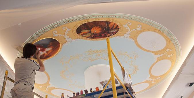Расписываем потолок красками