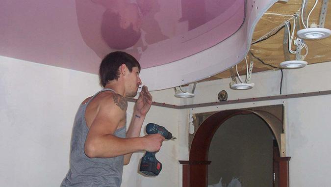 монтируем многоуровневый натяжной потолок