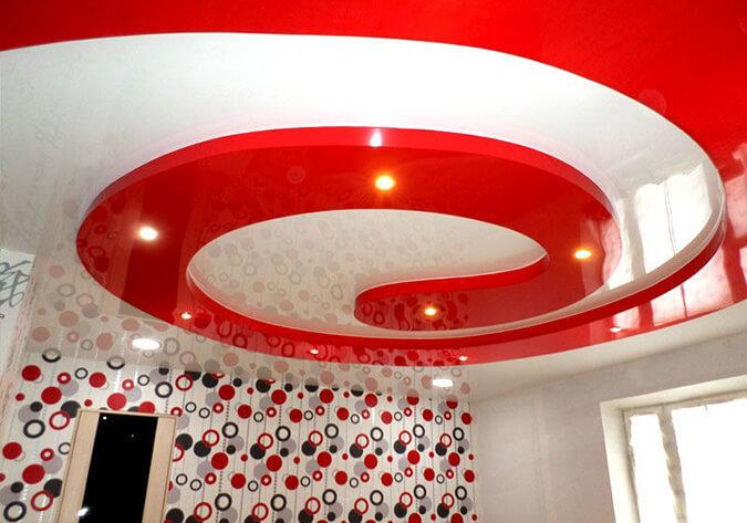 Красная спираль на натяжном потолке