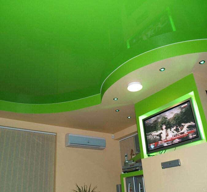 Зелёный глянцевый натяжной потолок