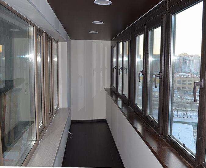 Чёрный натяжной потолок на балконе