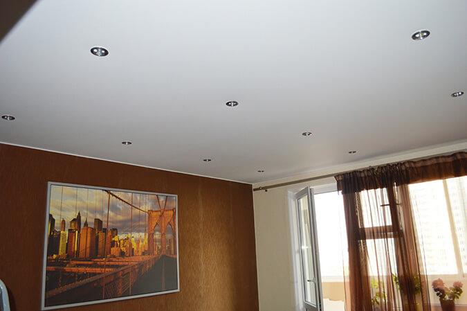Белый матовый натяжной потолок в квартире