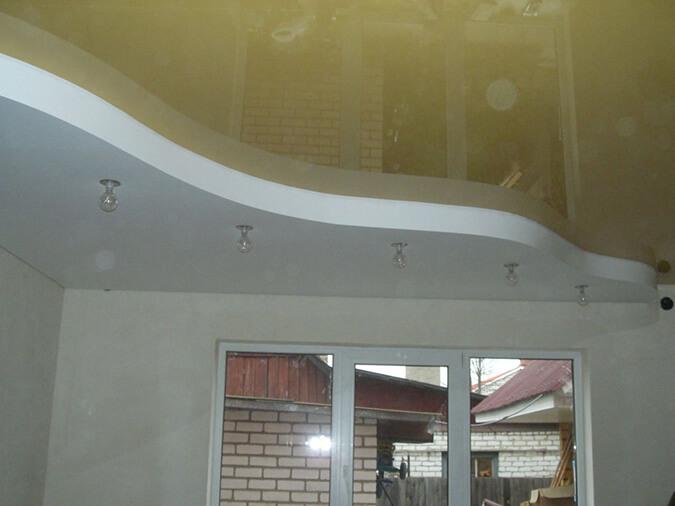 Натяжной потолок с коробом из ГКЛ в доме