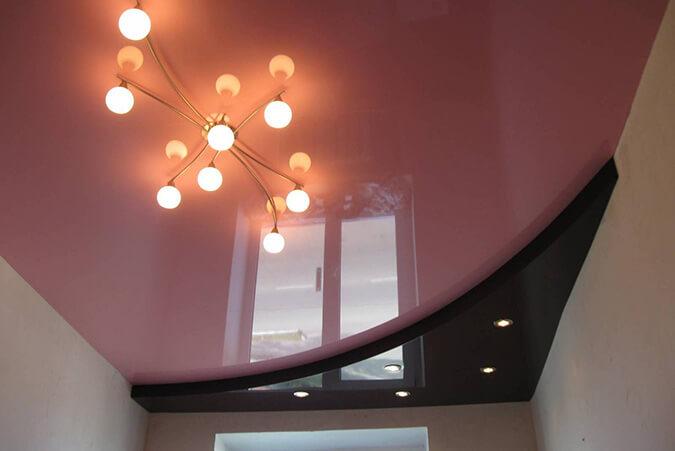 Чёнорозовый потолок