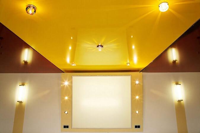 Жёлтый глянцевый натяжной потолок