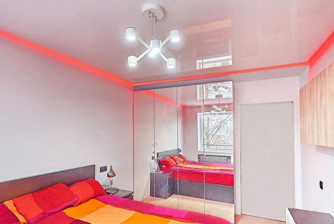 Красная подсветка парящего потолка