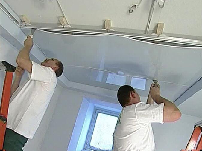 Монтаж натяжного потолка глянцевого