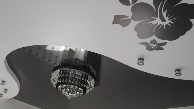 Чёрно белые натяжные потолки с рисунком