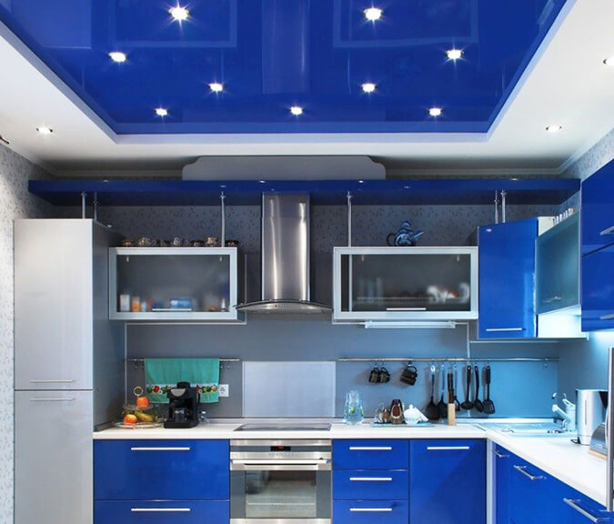 Натяжной потолок из ПВХ синий для кухни