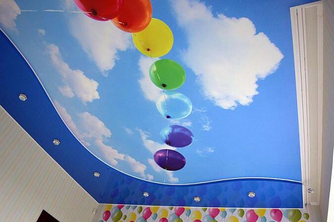 Фотопечать шары на натяжном потолке