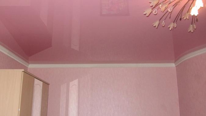 Плинтус на с розовым потолком
