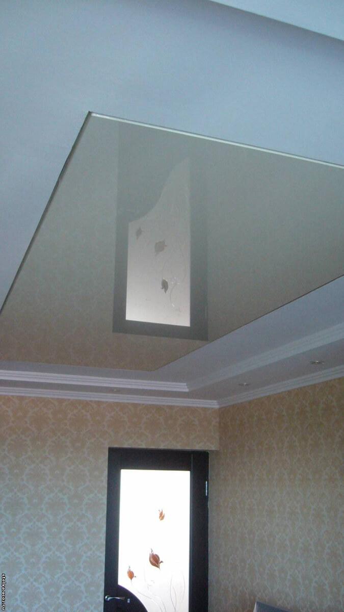 Глянцевый натяжной потолок и короб из ГКЛ