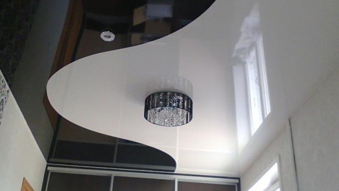 Чёрно белые криволинейные потолки