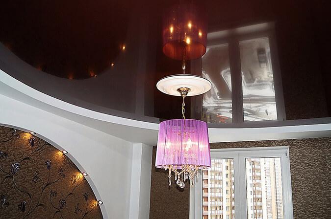 Бордовый натяжной потолок в интерьере
