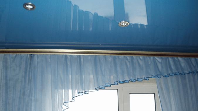 Карниз с натяжным потолком