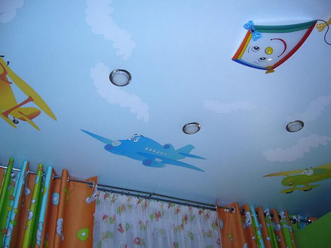 Натяжные потолки с рисунком в детской
