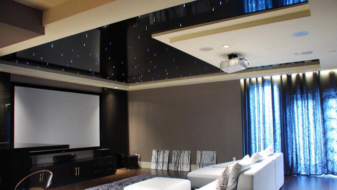 Чёрный глянцевый натяжной потолок в квартире